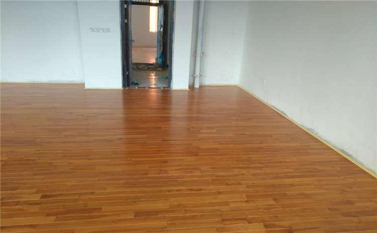 黑龙江体育场地板怎么安装