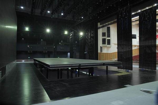 杭州萧山大剧院舞台体育地板安装案例