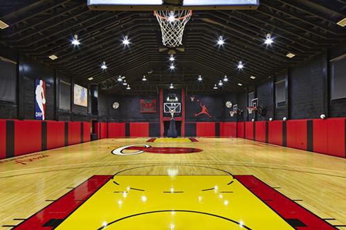 建造一个篮球馆的成本是多少钱