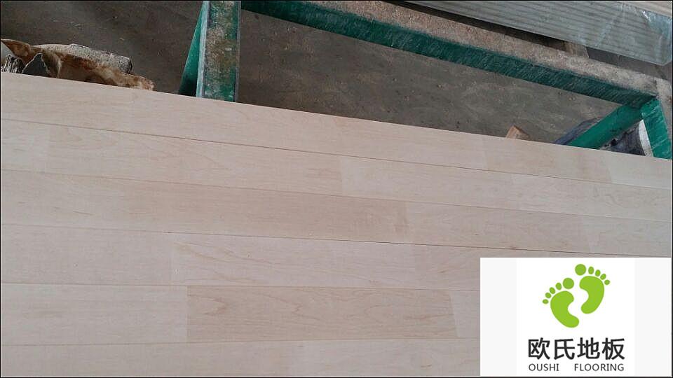从厂家采购篮球馆实木地板的优势