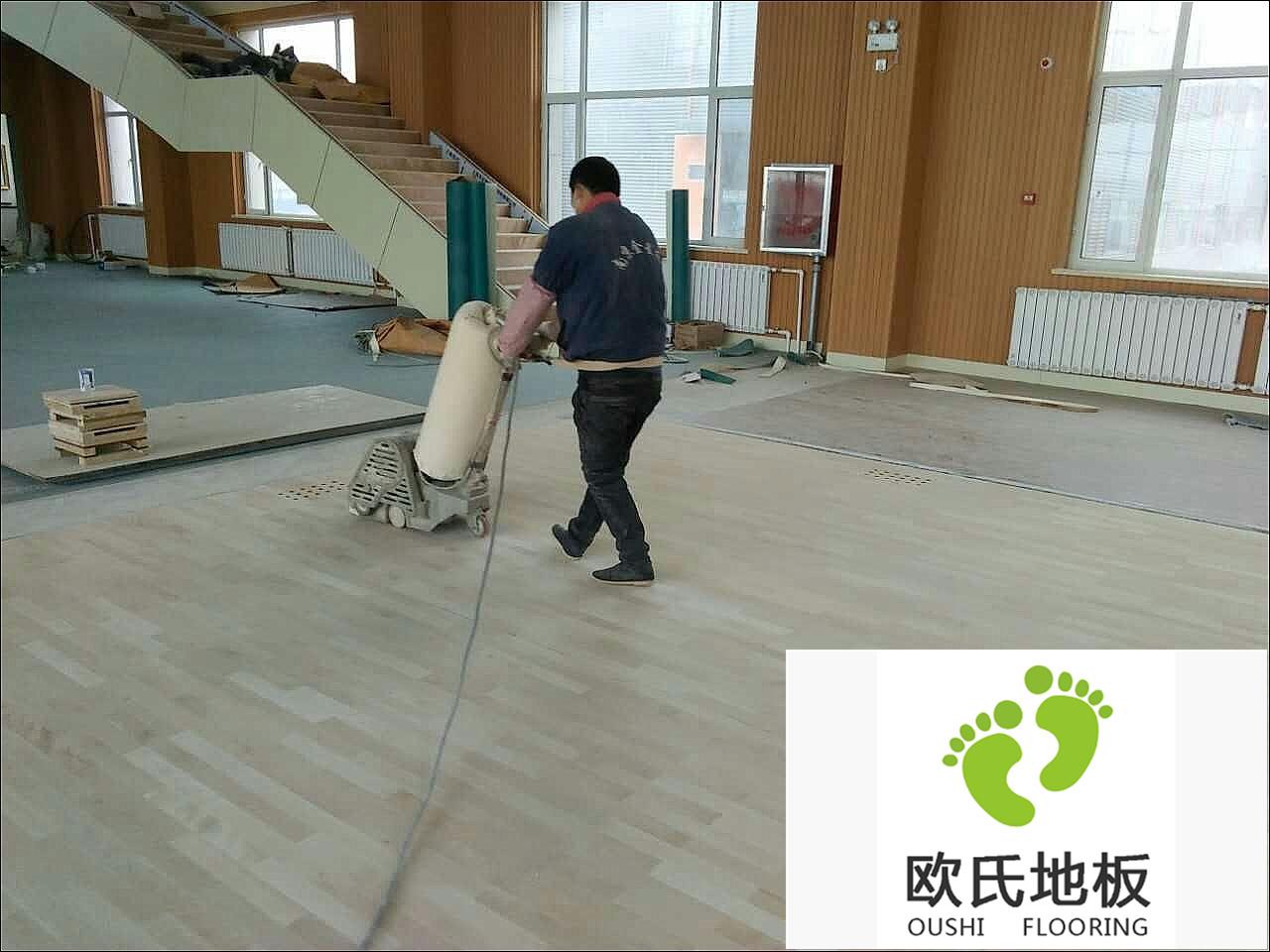 体育木地板打磨翻新流程