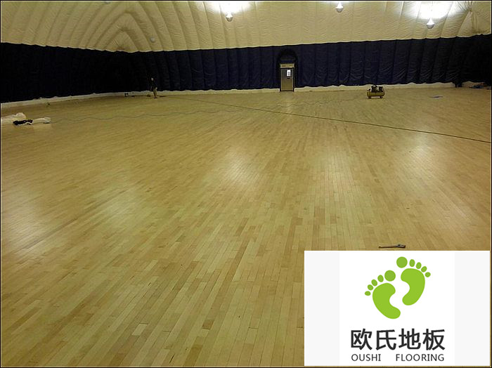 体育馆地板的保护层起什么作用?